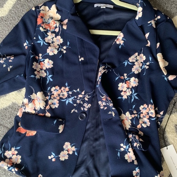 Crescent & Willough Jackets & Blazers - Crescent & Willough Floral Navy Blazer